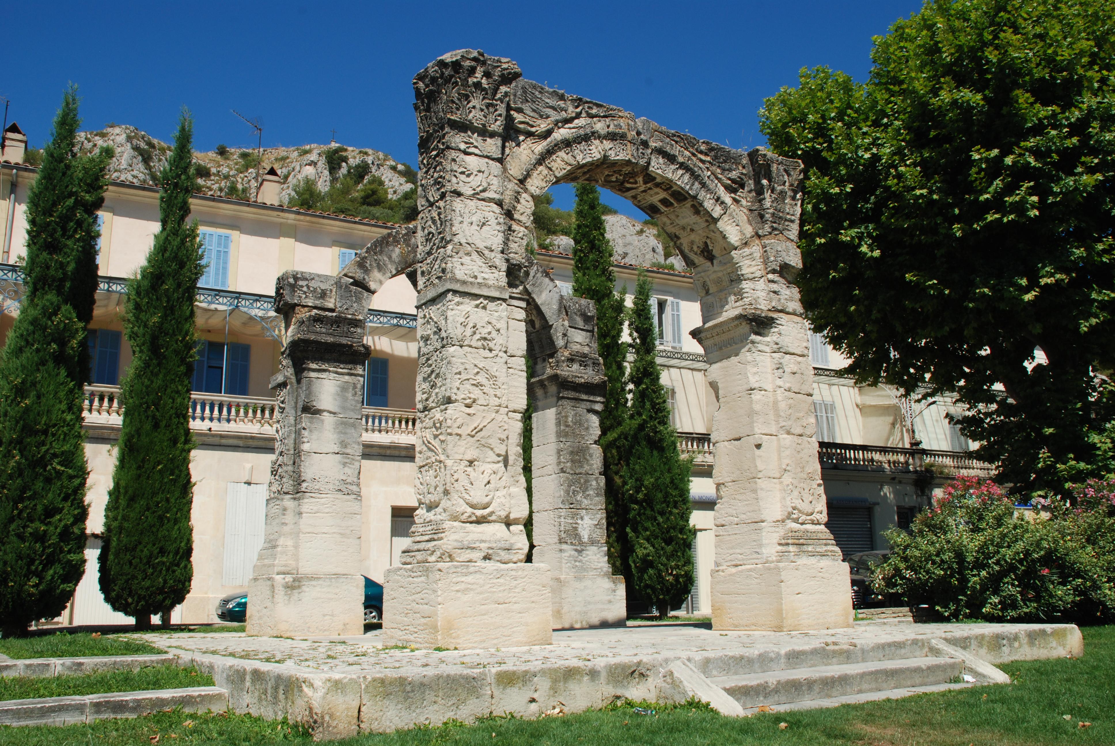 Arc_romain_de_Cavaillon_02